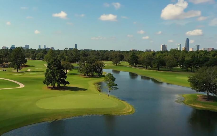 memorial park golf club with houston skyline